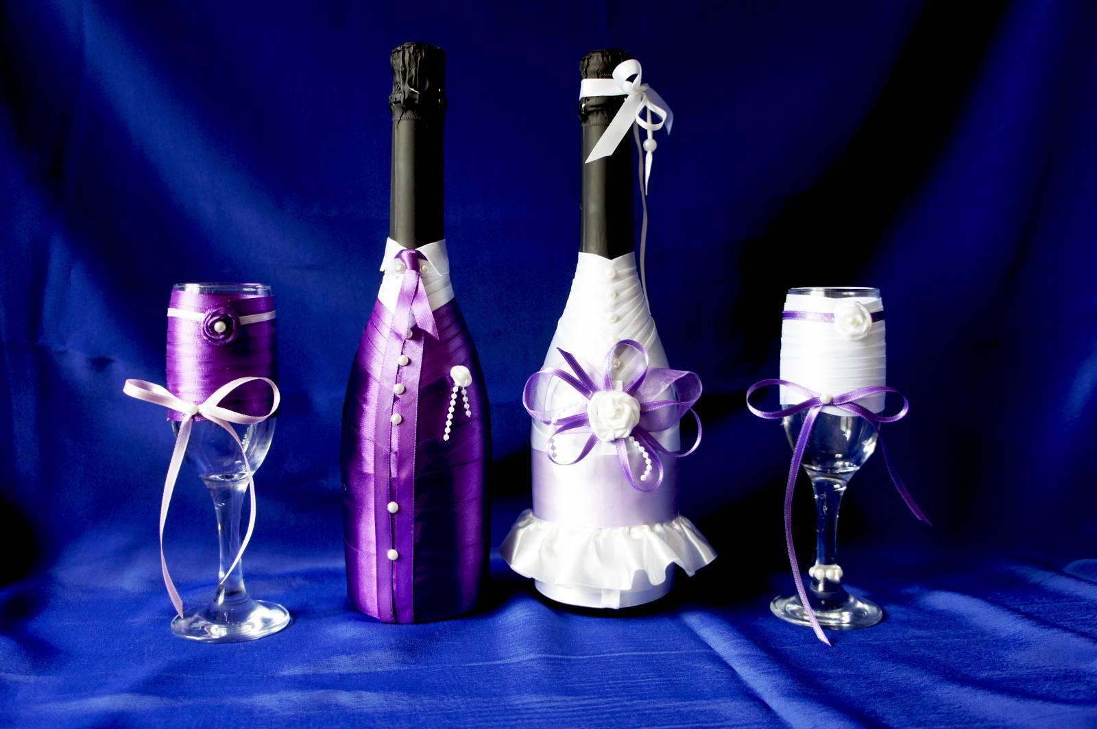 Бутылки с бокалами на свадьбу своими руками